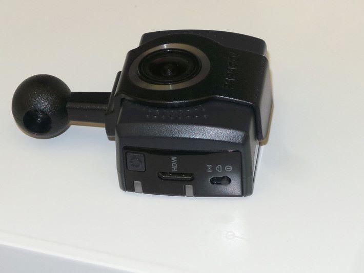 裝置還具備有 HDMI 影像輸出功能。