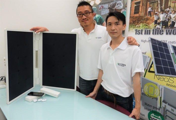 Neosen Energy 聯合創辦人黃鎮濤(左)與電子及現場應用工程師劉定國指出,開發 NeoSolar 最難的部分是如何做到防水防塵,以及快速充電。