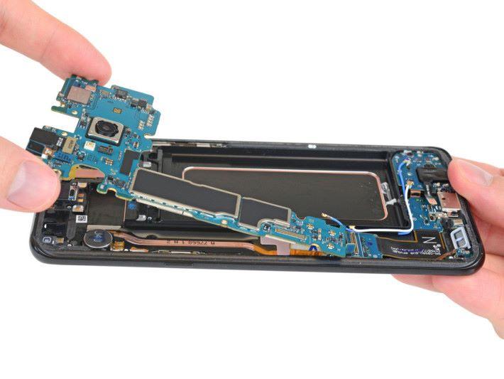 原來香港版本的 S8 很可能會使用較慢的 UFS 2.0 記憶體。