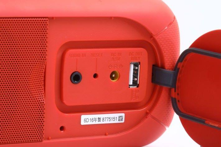 USB 位置可充當外置充電為手機「補命」