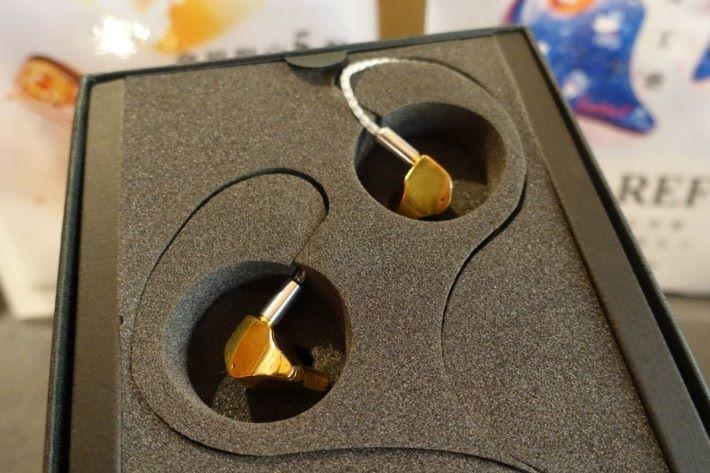 會場限售5對的 TROI II耳機