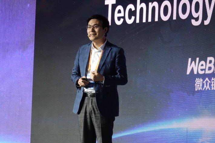 微眾銀行創新研究負責人姚輝亞表示,去年啟用中國苜個區塊鏈對帳服務。