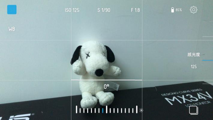 介面中亦有顯示白平衡,各設定都清晰顯示。