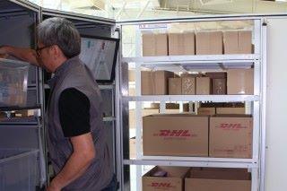 倉務員只要工作站內搬運貨物,毋須在貨倉內走動。