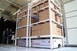 由機械人搬動貨架,大大提高空間使用率。