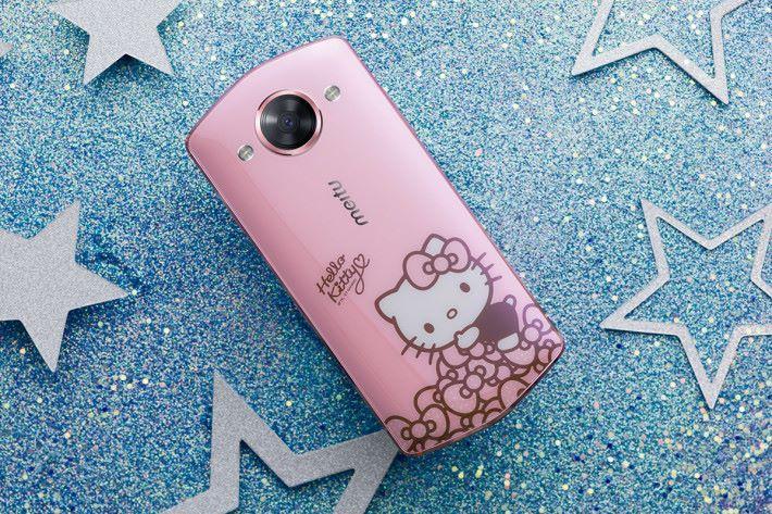 M8 有多個顏色選擇之餘,更加入客製服務與 Hello Kitty 特別版。