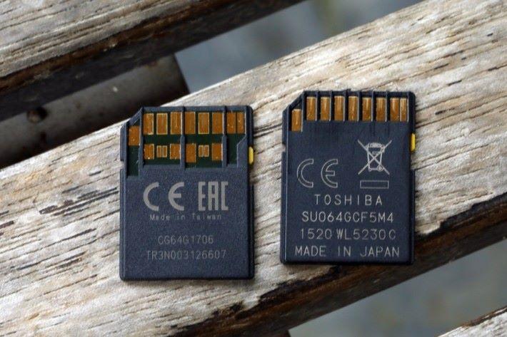 .UHS-II SD 卡 (左)有300MB/s 寫讀速度。最明顯分別是兩排 I/O 接觸點。