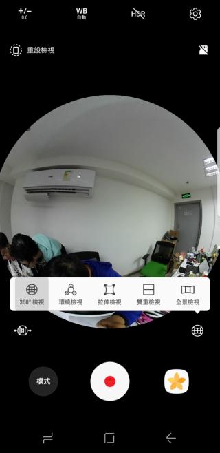 在手機 App 裡可選擇多種播放方式,又可選擇用哪個鏡頭拍攝。
