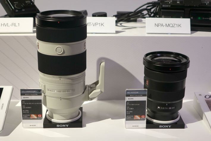 左邊的 SEL100400GM 建議售價為 HK$21,490,右邊的 SEL1635GM 則待定。
