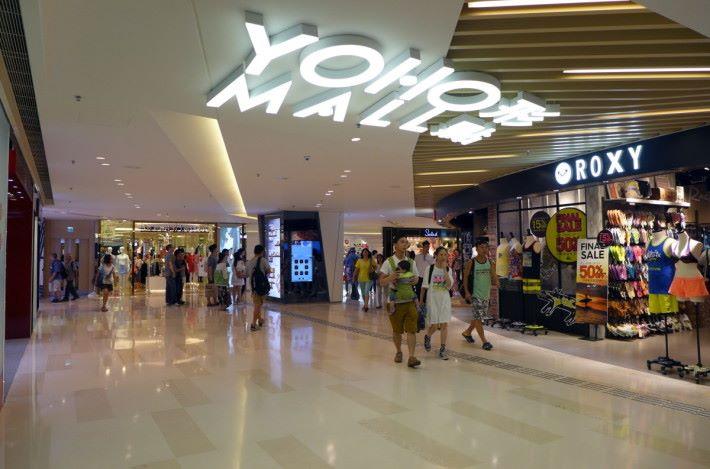 YOHO_Mall_II_Entrance_201509