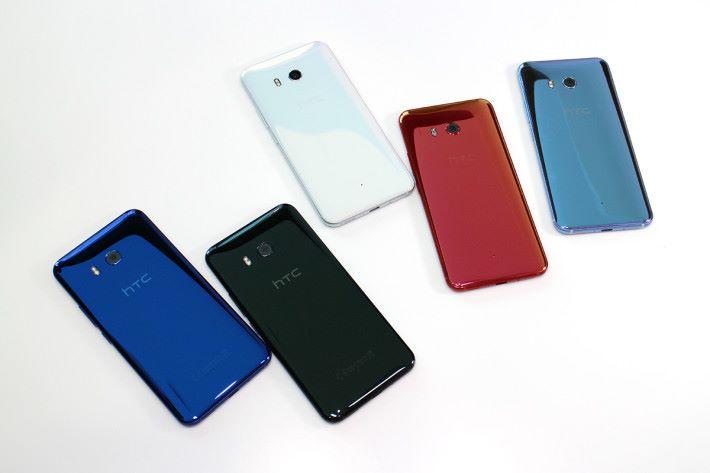 除了在 U Ultra 上出現過的亮麗黑、冰雪白及寶石藍三個顏色之外,U11多出炫藍銀與豔陽紅兩個新色。