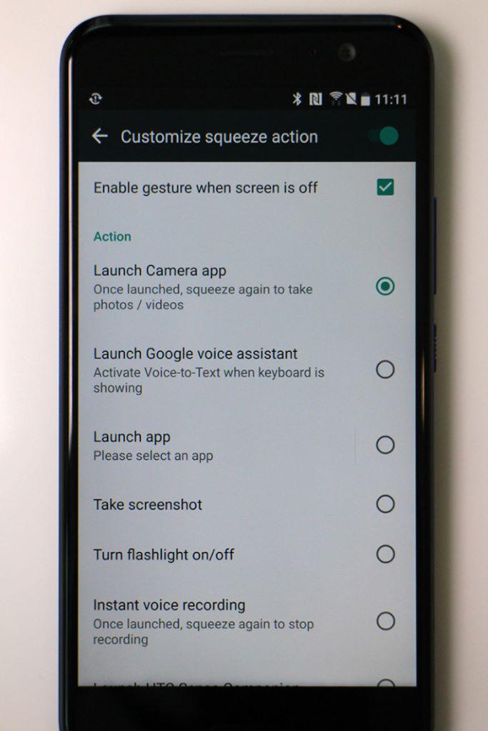 除了可用來開啟主相機之外,更可以啟動 Google Assistant 或其他機內功能。