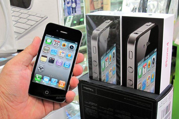 iPhone 4 掀起炒買 iPhone 的風潮。