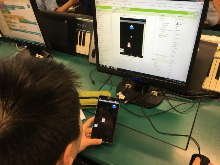 學校課堂設計,講求與時並進,每年 均會更新,目前中一學習App Inventor基 本設計,中二會運用通訊方式傳統資料。
