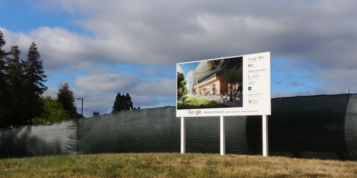 Google Charleston East 工地已圍布同戙咗大大個牌響度,唔知會唔會成為短期景點呢?
