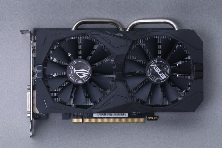 ASUS ROG STRIX Radeon RX560 O4G Gaming 配備雙8cm 風扇之散熱器。