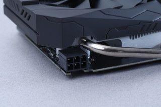 需要 6-pin PCI-E 電源。