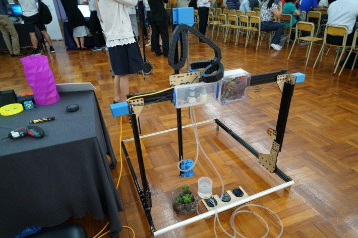 Printact 把機械、編程及生活科學揉合成這部 AgRobot 智能灌溉機器。