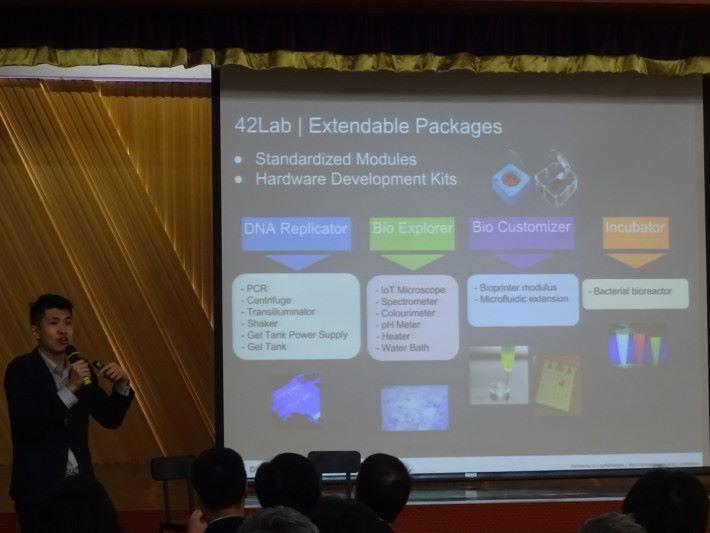 Printact 及 42LAB 的創辦人吳卓光博士在分享將應用在 STEM 內的生物科技。