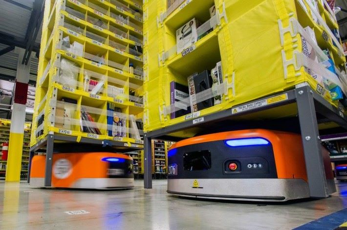 Amazon 物流中心內會全面使用搬運機械人。