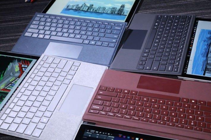 新款 Surface Pro Signature Type Cover 提供白金、酒紅及鈷藍三款顏色,並以 Alcantara 布料包裹,帶來舒適觸感(價錢 $1,298)。