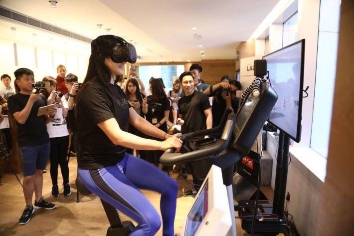 健身單車配合 VR 帶來新體驗