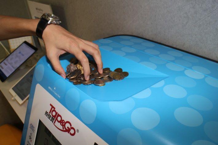 在神沙機上一次過倒入大量碎銀,會自動計算幣值。