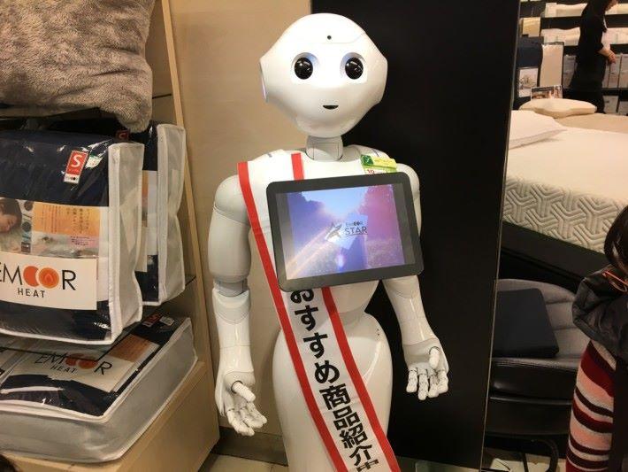 SoftBank的Pepper在日本和台灣大熱,受商店歡迎,引入在店內招攬客人。