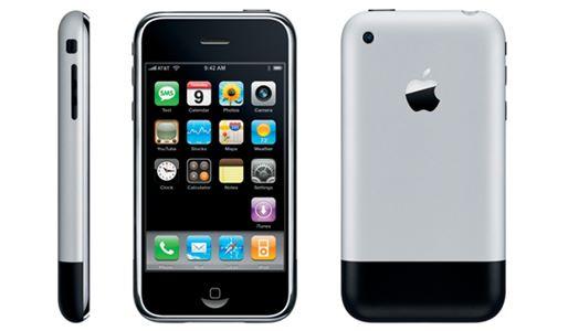 2007年推出的第一代 iPhone。