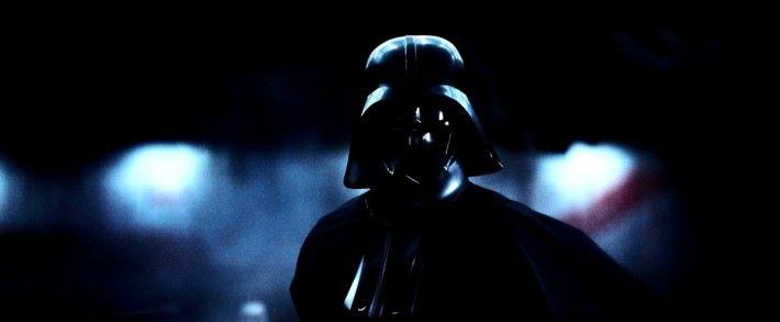 .LG OLED E6 雖然是上年旗艦,不過亮度不足是通病。這個黑武士畫面可謂將弱點顯露出來,畫面沉黑但對比不足,無論背景及黑武士面具上細節都無法顯示,背景光位有明顯訊噪。