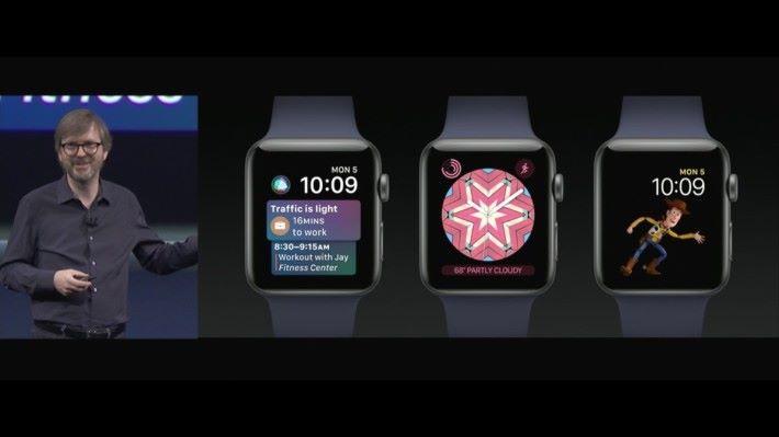 (左至右) watchOS 4 有 Siri 錶面,Toy Story 角色錶面及萬花筒錶面