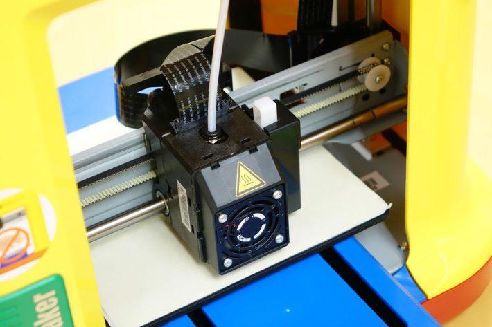 打印時避免誤碰打印噴頭。
