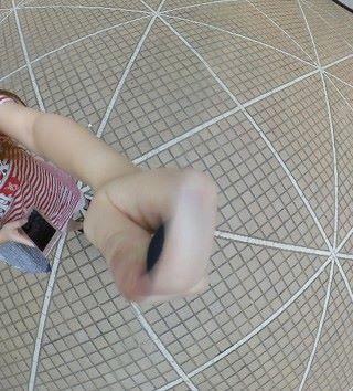 盲區算小,我拿著小米的三腳架拍攝,手指分割位不算明顯,背景無縫接合
