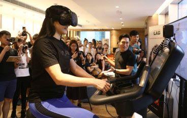 VR 健身單車體驗騎住「獨角獸」做 Gym