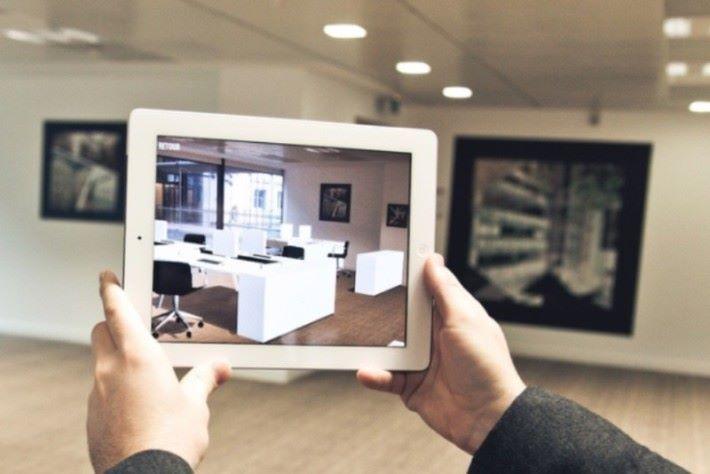 透過 AR,能在手機上看到傢俱實際擺放的情況。