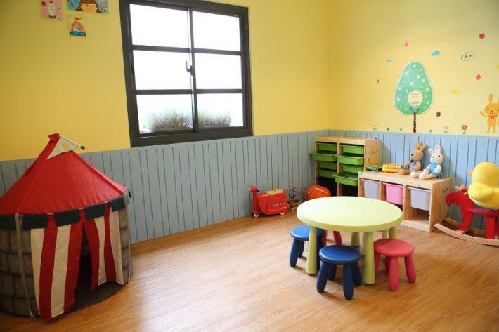 有兒童遊戲室。