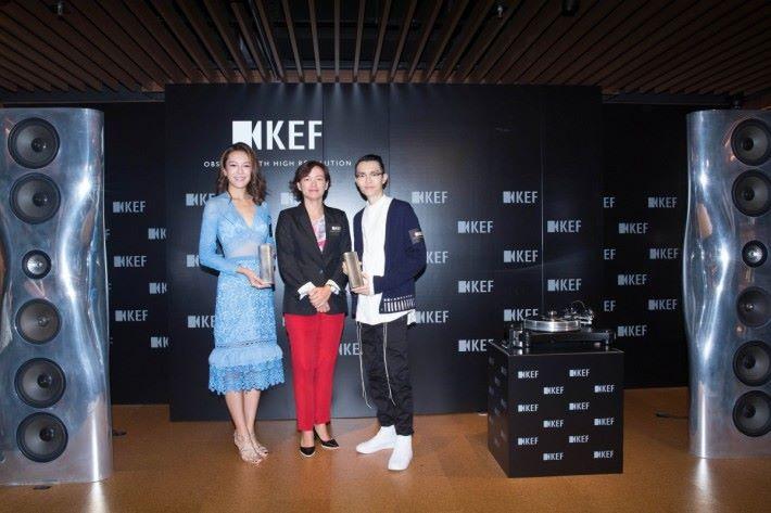 KEF 市場總監羅潔怡(中)、方大同(右)和大會司儀張曦雯(左)主持開幕儀式。
