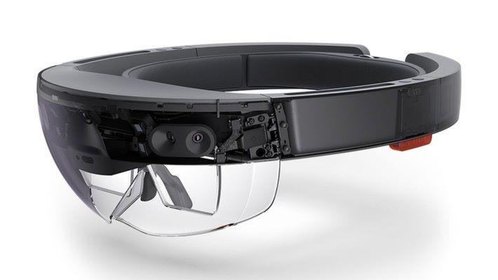 玩家需要配戴 Hololens 才能看到 AR 的畫面。