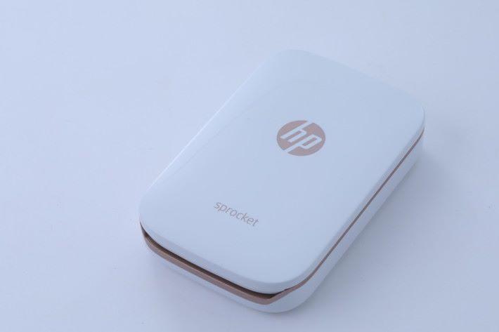 白色 x 玫瑰金色的 HP Sprocket,另有黑色可選。