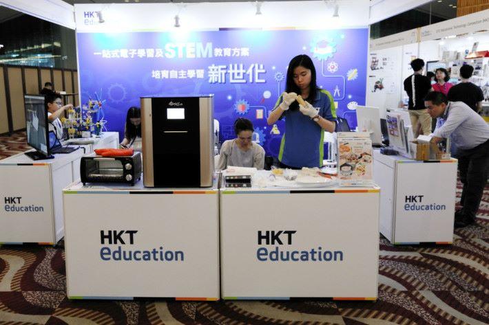 HKT education 的食物打印機,讓學生們從圖案製作,到實質製成食物逐一包辦。