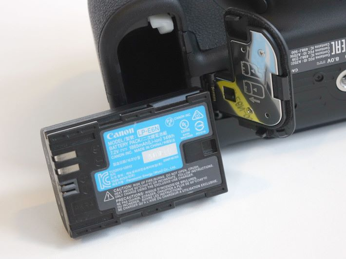 以觀景器拍攝的話,電池拍攝數量達到 1,200 張。