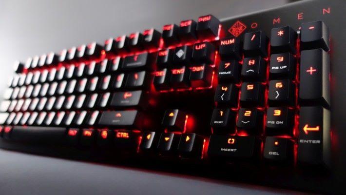 紅黑配色的 Keyboard 1100