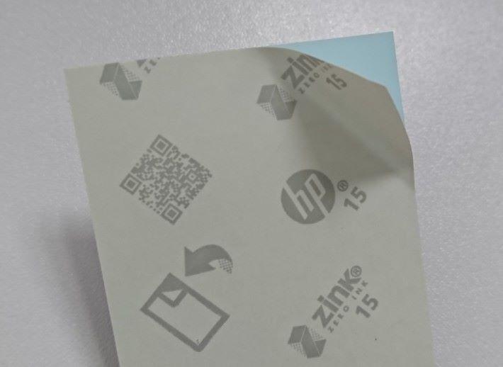 HP Zink 相紙可以撕走背面變成貼紙相。