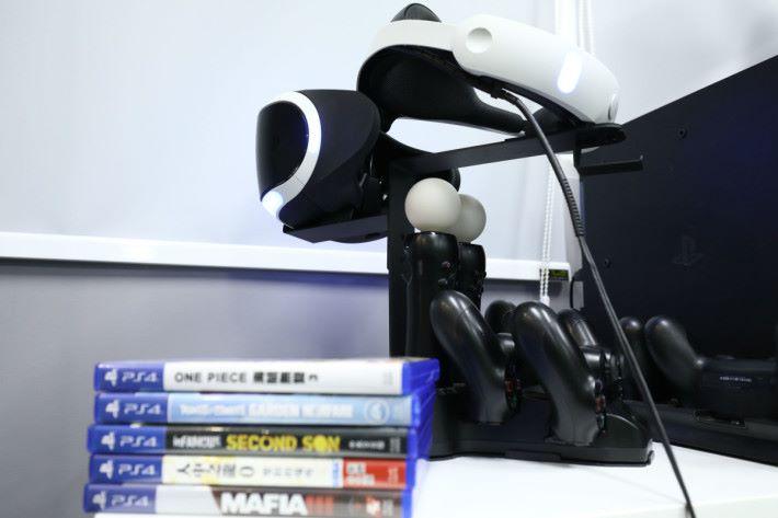 除咗 HTC Vive 之外,亦有 PS 4 Pro/VR 選擇。