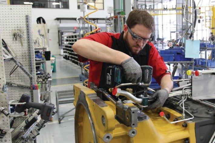 AGCO 員工利用該眼鏡查看裝置的說明,加快整個工序。