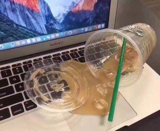 整杯 Starbucks 倒在我的 MacBook Air 上怎麼辦?