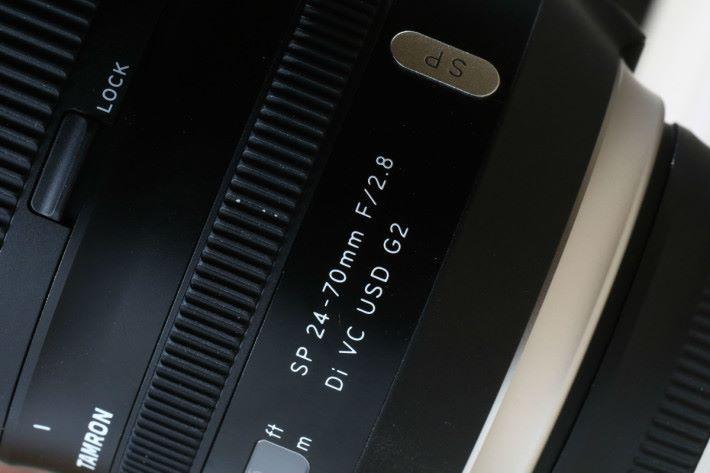 24-70mm 和 18-400mm 的鏡頭上都有防止滑出的鎖定鍵。