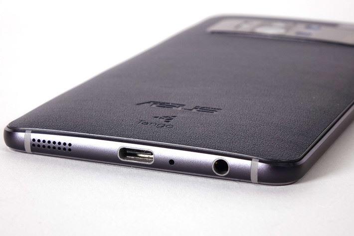 選用 USB-C 介面,亦保留了 3.5mm 插頭。