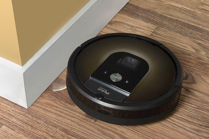 智能吸塵機在家居使用時,會感應打掃位置的空間。
