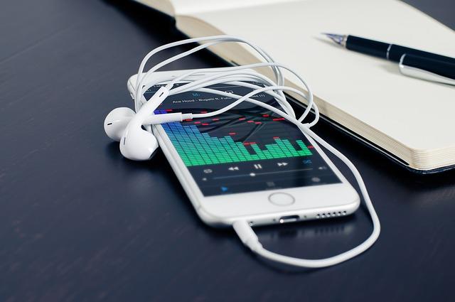 iPhone 的音色其實比起 iPod 好得多。